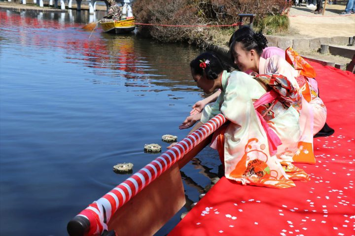 Doll Town Iwatsuki – Floating Hina Dolls