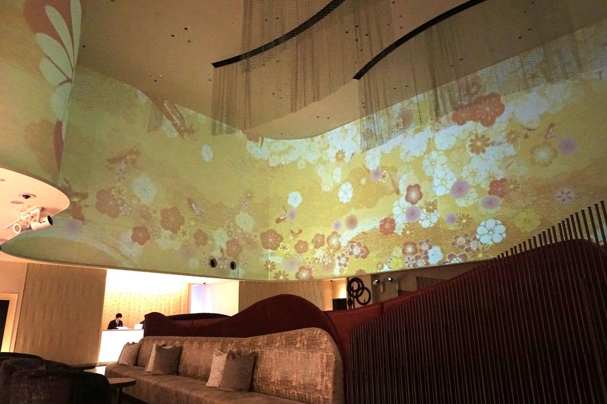 「ホテルメトロポリタンさいたま新都心」ロビーでプロジェクションマッピング投影中!